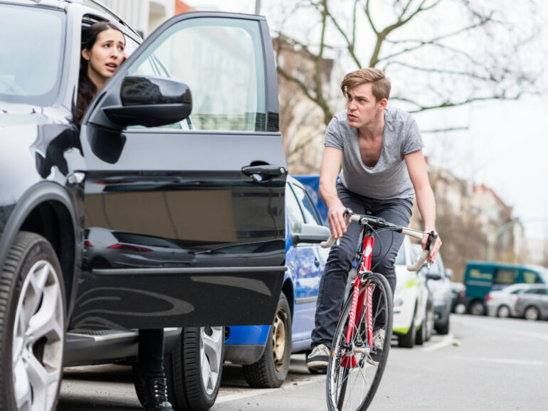 De 'dutch reach' als techniek om fietsongevallen te voorkomen